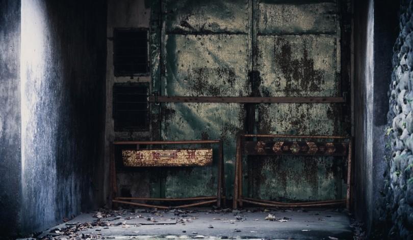 不気味な扉