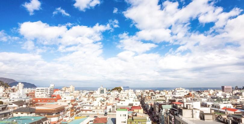 伊東の海と街並み