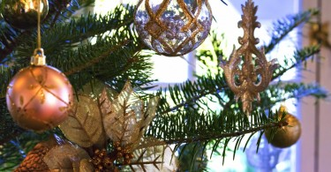 綺麗なクリスマスツリーの飾り