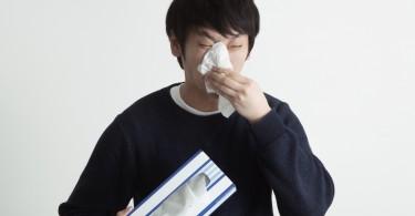 じつはそれ、花粉症じゃなくて寒暖差アレルギーかも。